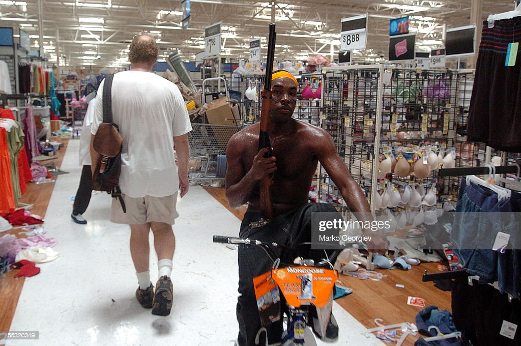 Hurricane Katrina : News Photo