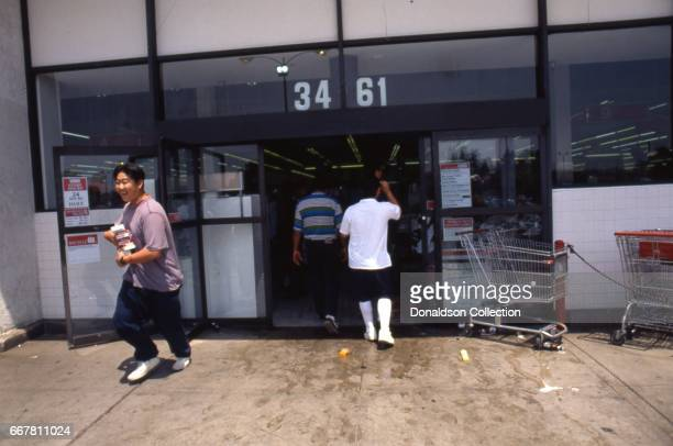 Looters at the Vons grocery store at 3461 W 3rd Street during widespread riots that erupted after the acquittal of 4 LAPD officers in the videotaped...