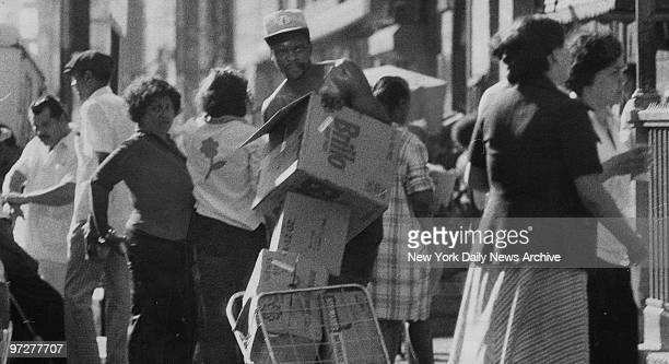 Looters in Spanish Harlem during the 1977 blackout power failure
