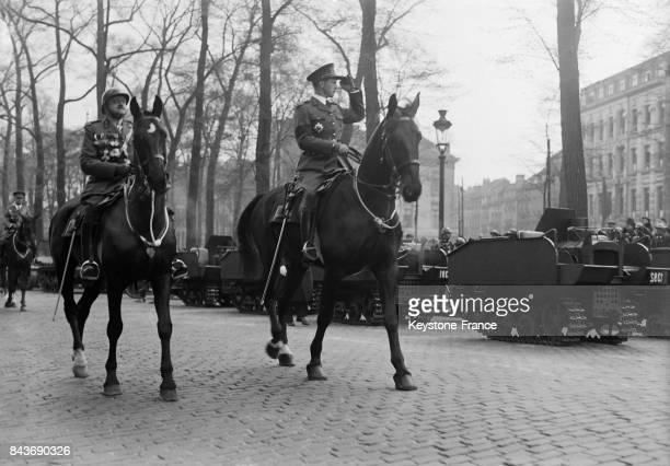 Léopold III de Belgique passant en revue les troupes belges à l'occasion de l'anniversaire du Roi Albert 1er à Bruxelles Belgique le 8 avril 1936