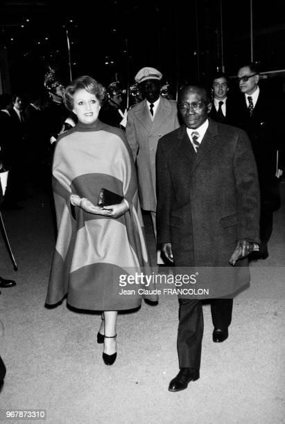 Léopold Sédar Senghor, président de la République du Sénégal, et son épouse Colette lors d'une inauguration le 31 janvier 1977 à Paris, France.