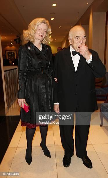 Lord George Weidenfeld Und Ehefrau Ehefrau Annabelle Whitestone Bei Der Verleihung Des B'Nai B'Rith Europe Award Of Merit Im Mariott Hotel In Berlin...