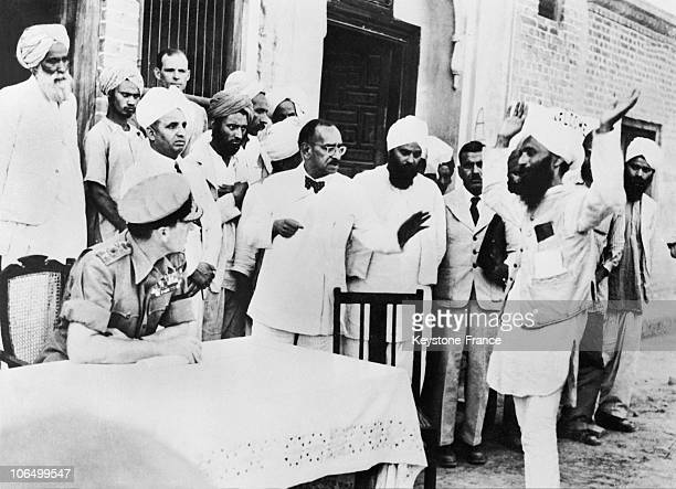 Lord Mountbatten Then Viceroy Of India Listening To An Indian Leader From The Village Of Kahuta Complain About Recent Riots Between August 1947 And...