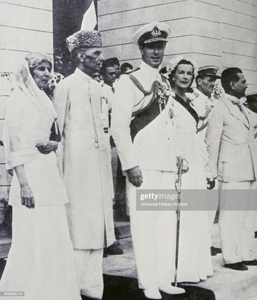 Lord Mountbatten (Viceroy of India) with Mohammed Ali Jinnah and Fatima Jinnah at Pakistan's independence in 1947 : News Photo