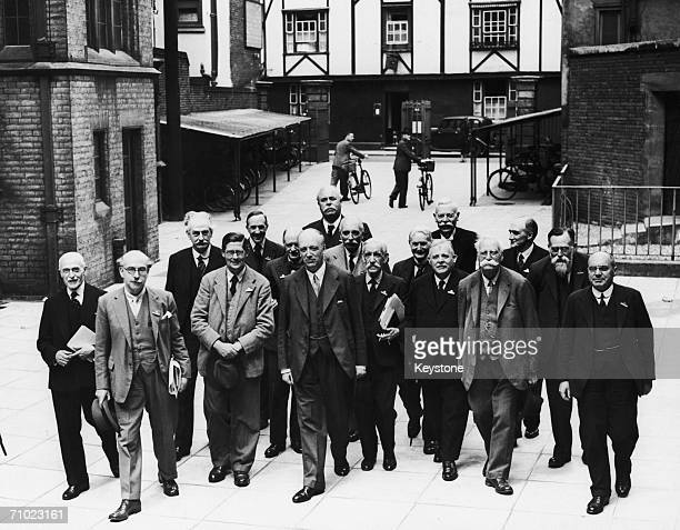Lord Rayleigh, the President, with the Executive Council of the British Association for the Advancement of Science, in Cambridge, 18th August 1938.