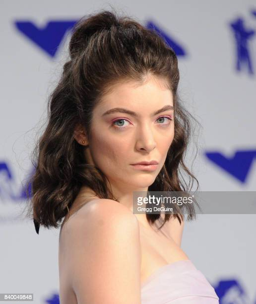 Lorde arrives at the 2017 MTV Video Music Awards at The Forum on August 27 2017 in Inglewood California