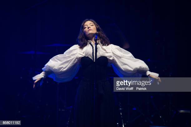 Lorde performs at Le Zenith on October 5, 2017 in Paris, France.