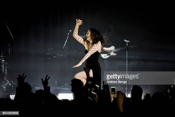 Lorde performs at O2 Apollo Manchester on September 26, 2017 in Manchester, England.