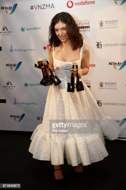 Lorde poses with her six Vodafone Music Awards at the 2017 Vodafone New Zealand Music Awards on November 16 2017 in Auckland New Zealand