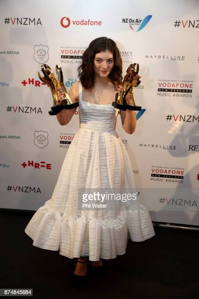 Lorde poses with her six Vodafone Music Awards at the 2017 Vodafone New Zealand Music Awards on November 16, 2017 in Auckland, New Zealand.