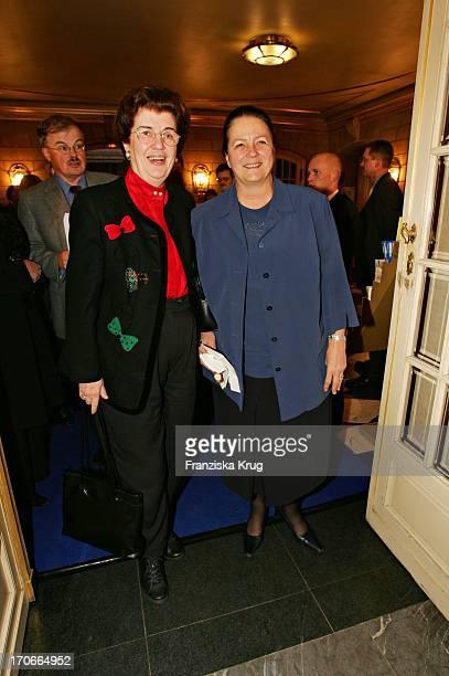 """Lore Maria Peschel Gutzeit Und Karin Schubert Bei Der Vorpremiere Der Oper """"Carmen"""" In Der Staatsoper Unter Den Linden In Berlin Am 011204"""