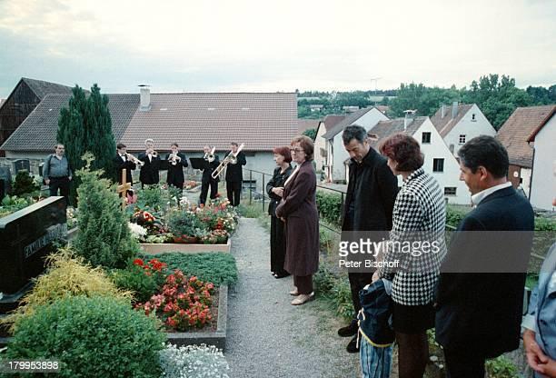 Lore Strack Sohn Michael Titze Tochter SusanneTitze Sohn Christian zum Gedenken an den70 Geburtstag von Günter Strackversammelten sich alle seine...