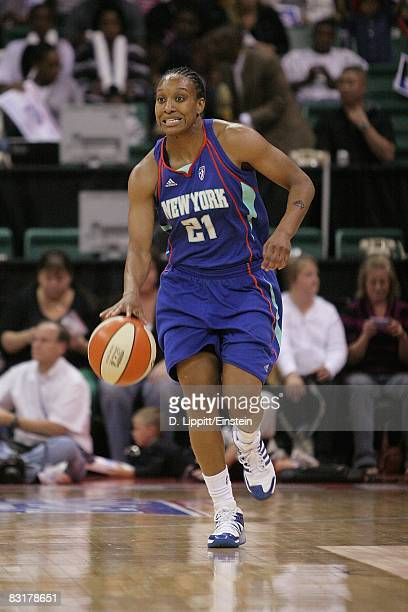 Loree Moore of the New York Liberty drives the ball up court in Game Three of the Eastern Conference Finals against the Detroit Shock during the 2008...