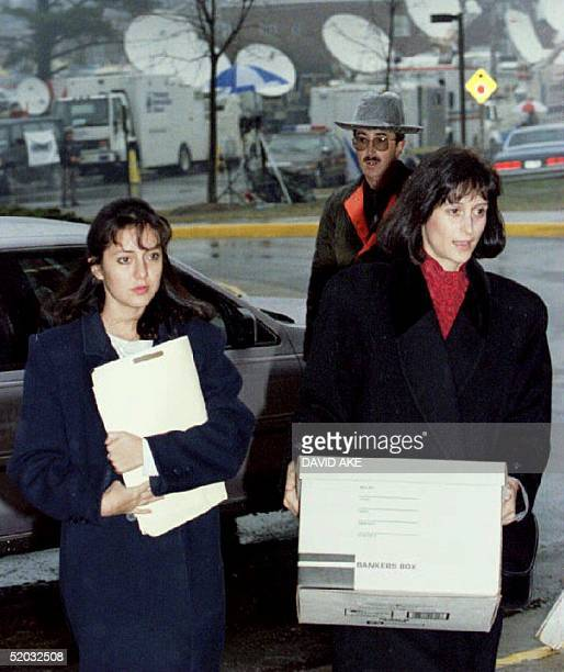 Lorena Bobbitt arrives at the Prince William County Courthouse in Manassa VA 12 January 1994 with her attorney Lisa Kemler for the third day of...
