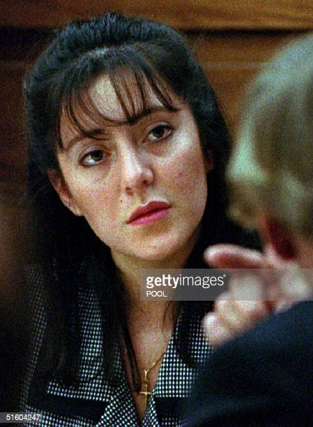 Lorena Bobbitt listens to one of her attorneys 10 January 1994 during jury selection at her malicious wounding trial at the Prince William County...