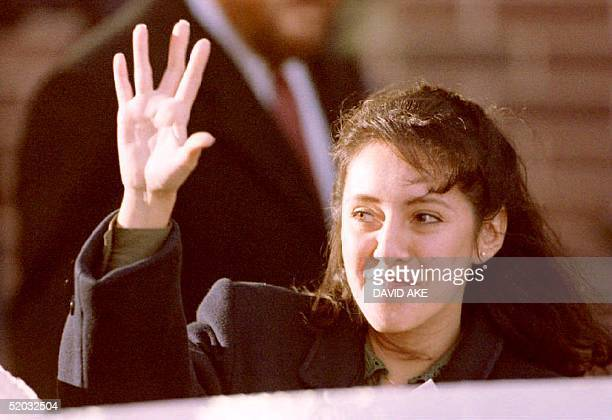 Lorena Bobbitt waves to cheering demostrators as she leaves the Prince William County Courthouse in manassas VA 18 January 1994 after the fifth day...