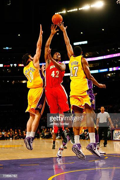 Lorenzen Wright of the Atlanta Hawks hooks a shot between Vladimir Radmanovic and Andrew Bynum of the Los Angeles Lakers at Staples Center on...