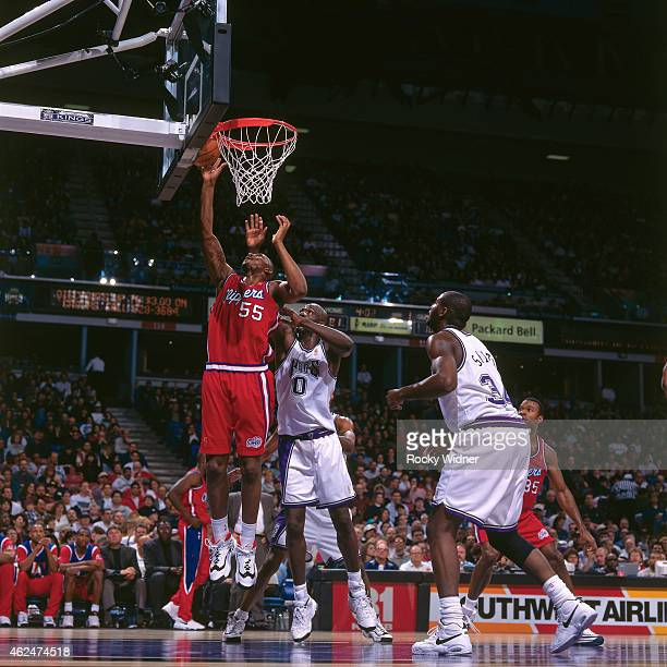 Lorenzen Wright of the Los Angeles Clippers dunks against the Sacramento Kings during a game circa 1997 at Arco Arena in Sacramento California NOTE...