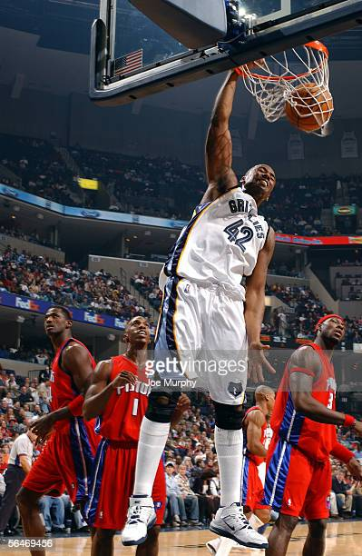 Lorenzen Wright of the Memphis Grizzlies dunks over Chauncey Billups and Ben Wallace of the Detroit Pistons during a game between the Detroit Pistons...