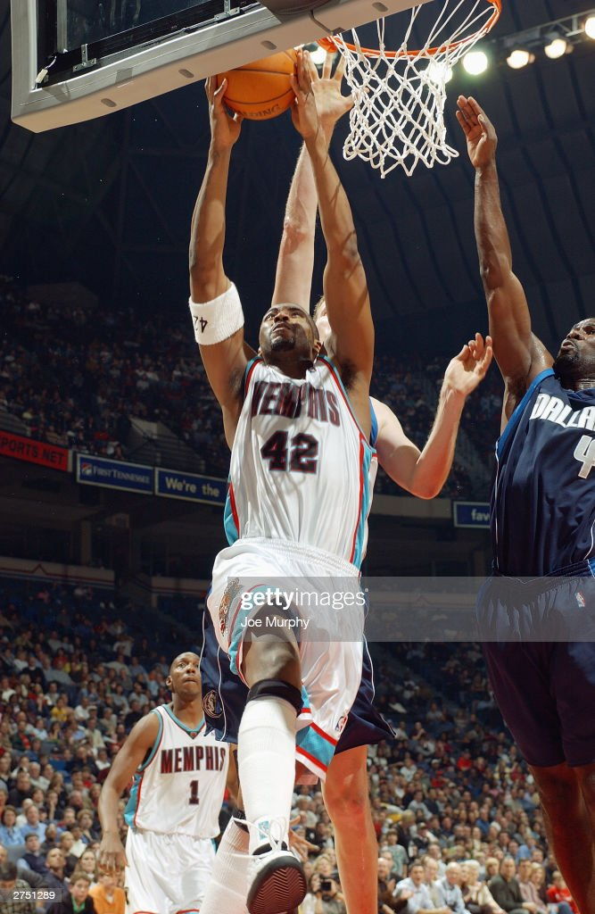 Lorenzen Wright #42 of the Memphis Grizzlies goes up for a layup as Shawn Bradley #44 (back) and Michael Finley #4 of the Dallas Mavericks look to block it at The Pyramid on November 15, 2003 in Memphis, Tennessee. The Grizzlies won in overtime 108-101.