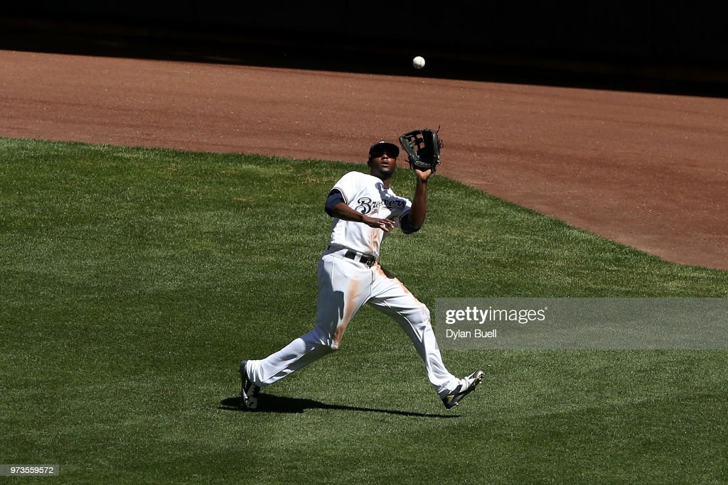 Lorenzo Cain #6 of the Milwaukee Brewers catches a fly ball in the sixth inning against the Chicago Cubs at Miller Park on May 27, 2018 in Milwaukee, Wisconsin.