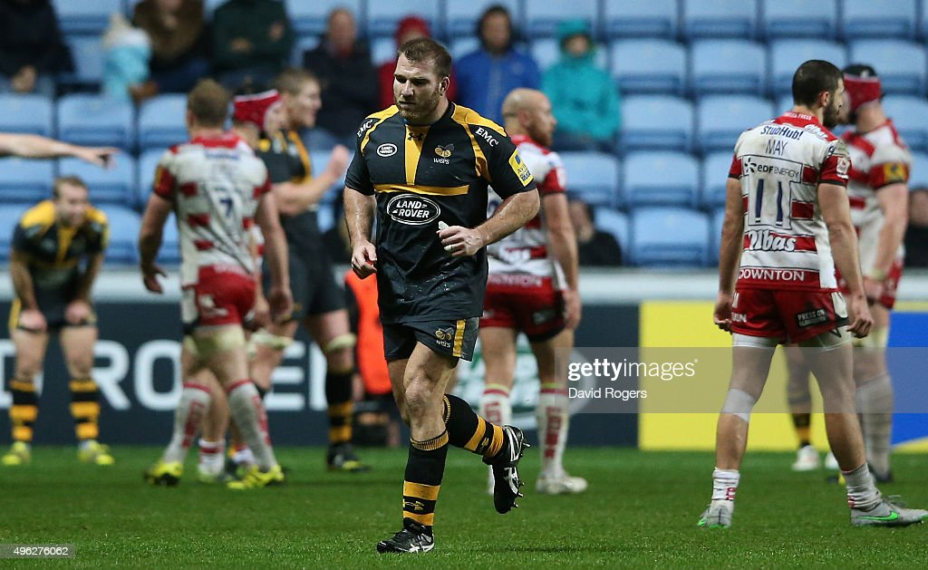 Lorenzo Cittadini of Wasps walks off the pitch after being sent off by referee Ian Tempest during the Aviva Premiership match between Wasps and Gloucester at The Ricoh Arena on November 8, 2015 in Coventry, England.