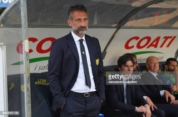 Lorenzo D'Anna head coach of AC Chievo Verona looks on before the Serie A match between AC Chievo Verona and Benevento Calcio at Stadio Marc'Antonio...