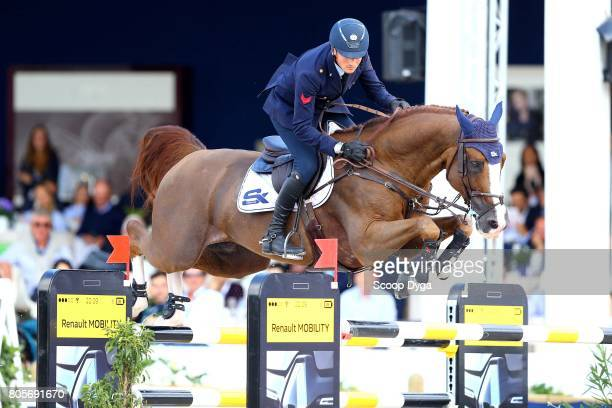 Lorenzo DE LUCA riding HALIFAX VAN HET KLUIZEBOS during the Massimo Dutti Eiffel Challenge of the Longines Paris Eiffel Jumping on July 2 2017 in...