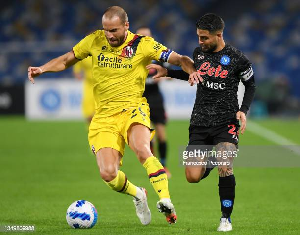 Lorenzo De Silvestri of Bologna battles for possession with Lorenzo Insigne of SSC Napoli during the Serie A match between SSC Napoli and Bologna FC...