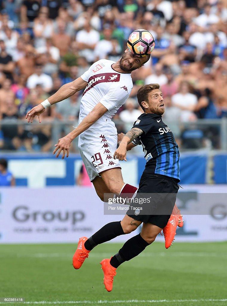 Lorenzo De Silvestri of FC Torino co mpetes for the ball with Alejandro Gomez of Atalanta BCduring the Serie A match between Atalanta BC and FC Torino at Stadio Atleti Azzurri d'Italia on September 11, 2016 in Bergamo, Italy.