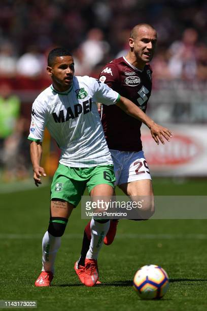 Lorenzo De Silvestri of Torino FC competes with Rogerio of US Sassuolo during the Serie A match between Torino FC and US Sassuolo at Stadio Olimpico...