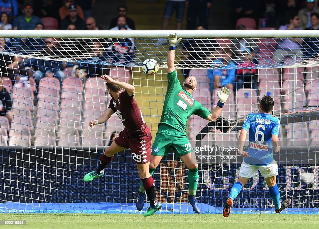 Lorenzo De Silvestri of Torino FC scores the 2-2 goal during the serie A match between SSC Napoli and Torino FC at Stadio San Paolo on May 6, 2018 in Naples, Italy.
