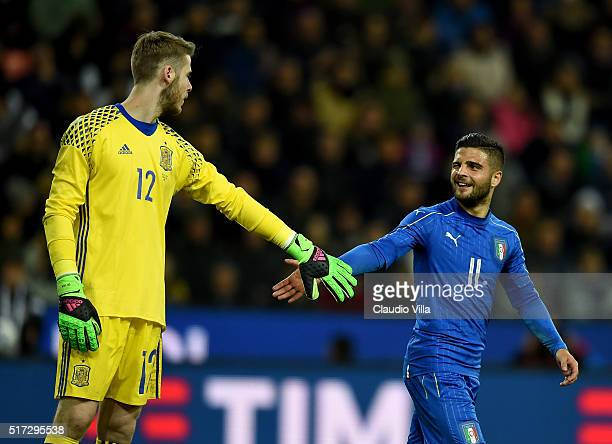 Lorenzo Insigne of Italy and David De Gea of Spain compete during the international friendly match between Italy and Spain at Stadio Friuli on March...