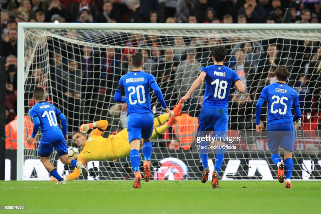 Lorenzo Insigne of Italy scores a goal from the penalty spot during the International Friendly match between England and Italy at Wembley Stadium on March 27, 2018 in London, England.