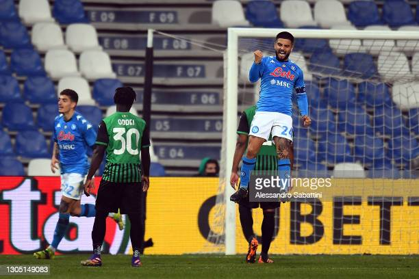 Lorenzo Insigne of Napoli celebrates after scoring their team's third goal during the Serie A match between US Sassuolo and SSC Napoli at Mapei...