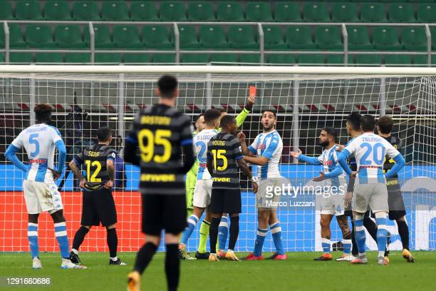 Lorenzo Insigne of Napoli receives a red card during the Serie A match between FC Internazionale and SSC Napoli at Stadio Giuseppe Meazza on December...