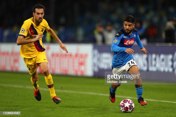 Lorenzo Insigne of Napoli tracked by Sergio Busquets of Barcelona during the UEFA Champions League round of 16 first leg match between SSC Napoli and...
