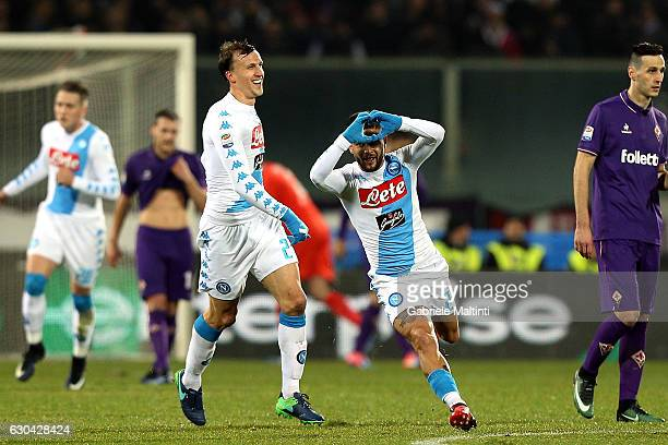 Lorenzo Insigne of SSC Napoli celebrates after scoring a goal during the Serie A match between ACF Fiorentina and SSC Napoli at Stadio Artemio...