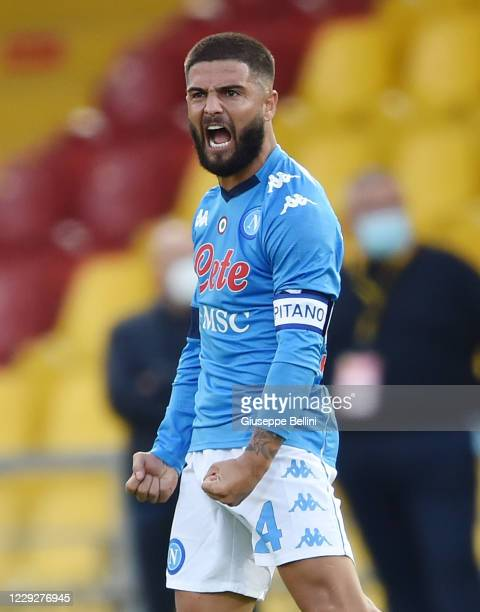 Lorenzo Insigne of SSC Napoli celebrates after scoring a goal to make it 1-1 during the Serie A match between Benevento Calcio and SSC Napoli at...