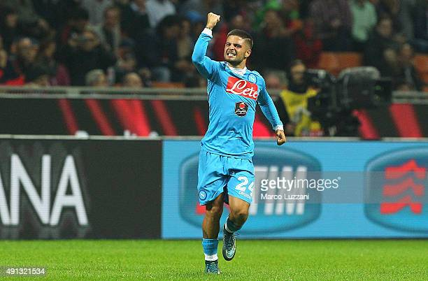 Lorenzo Insigne of SSC Napoli celebrates his goal during the Serie A match between AC Milan and SSC Napoli at Stadio Giuseppe Meazza on October 4,...