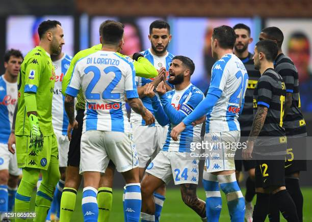 Lorenzo Insigne of SSC Napoli receives a red card during the Serie A match between FC Internazionale and SSC Napoli at Stadio Giuseppe Meazza on...