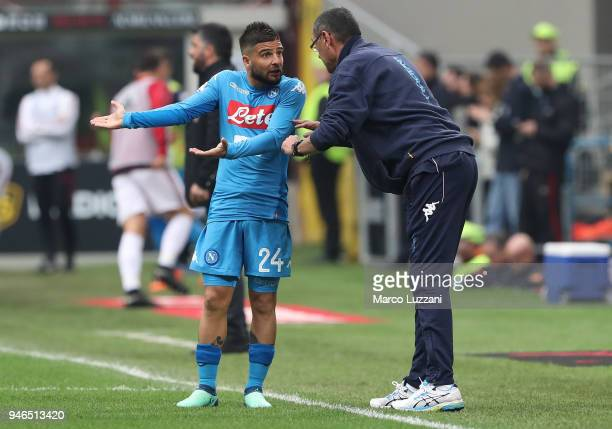 Lorenzo Insigne of SSC Napoli speaks to his coach Maurizio Sarri during the serie A match between AC Milan and SSC Napoli at Stadio Giuseppe Meazza...