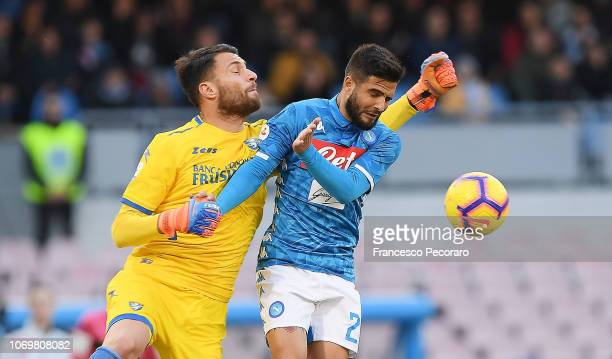 Lorenzo Insigne of SSC Napoli vies Marco Sportiello of Frosinone Calcio during the Serie A match between SSC Napoli and Frosinone Calcio at Stadio...