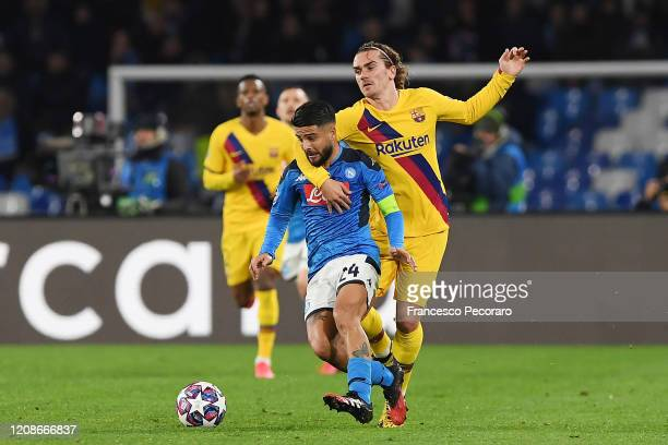 Lorenzo Insigne of SSC Napoli vies with Antoine Griezmann of FC Barcelona during the UEFA Champions League round of 16 first leg match between SSC...