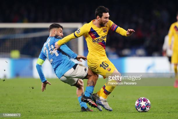 Lorenzo Insigne of SSC Napoli vies with Lionel Messi of FC Barcelona during the UEFA Champions League round of 16 first leg match between SSC Napoli...