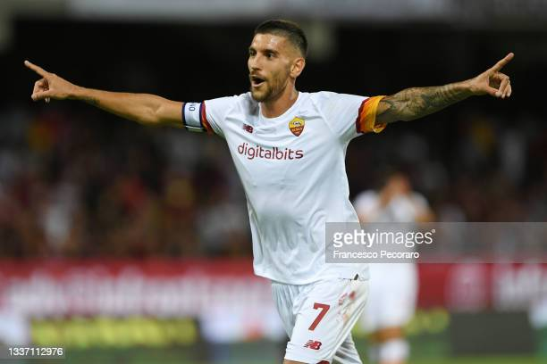 Lorenzo Pellegrini of AS Roma celebrates after scoring the 0-4 goal during the Serie A match between US Salernitana and AS Roma at Stadio Arechi on...