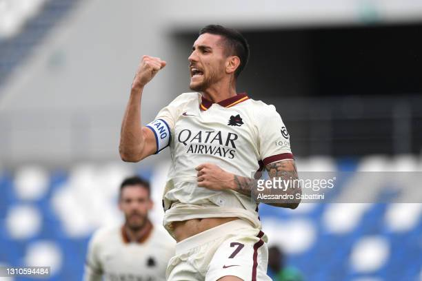 Lorenzo Pellegrini of A.S Roma celebrates after scoring their side's first goal during the Serie A match between US Sassuolo and AS Roma at Mapei...