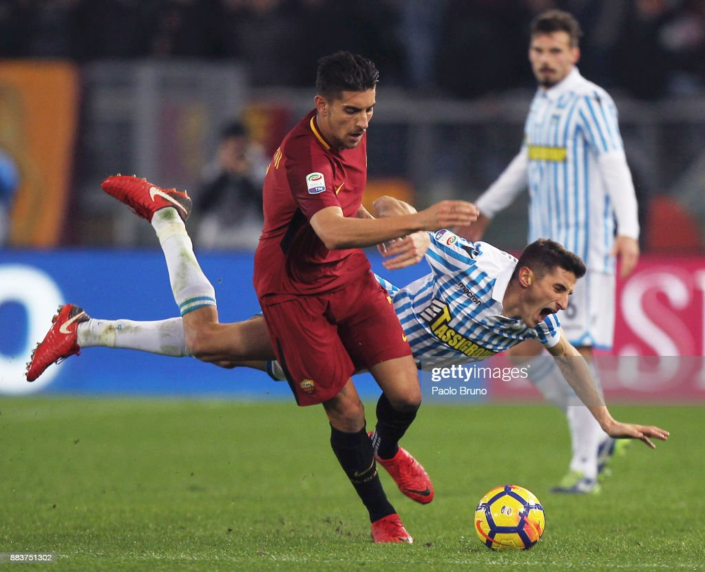 Lorenzo Pellegrini of AS Roma competes for the ball with Federico Mattiello of Spal during the Serie A match between AS Roma and Spal at Stadio Olimpico on December 1, 2017 in Rome, Italy.