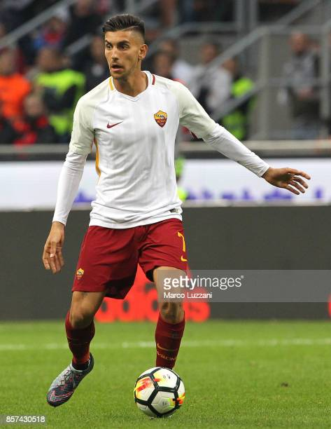 Lorenzo Pellegrini of AS Roma in action during the Serie A match between AC Milan and AS Roma at Stadio Giuseppe Meazza on October 1 2017 in Milan...