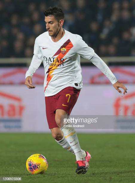 Lorenzo Pellegrini of AS Roma in action during the Serie A match between Atalanta BC and AS Roma at Gewiss Stadium on February 15, 2020 in Bergamo,...